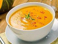 Крем супа от червена леща, тиква, лук, морков, джинджифил и куркума